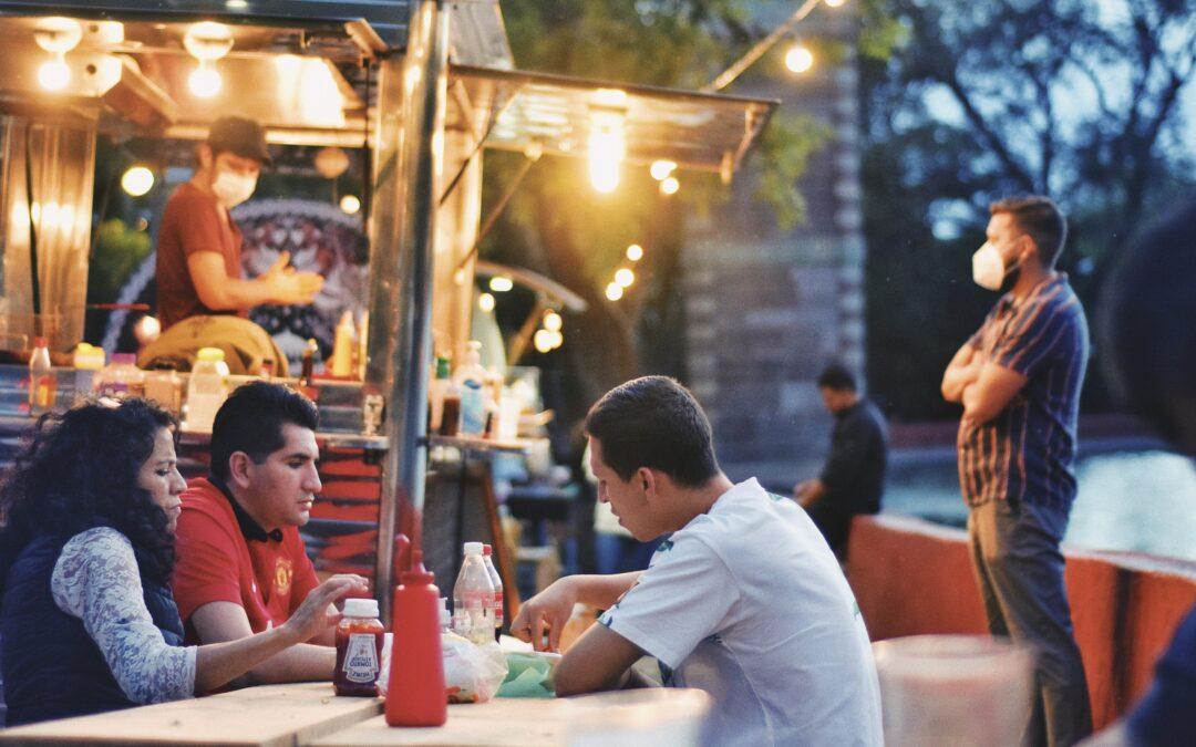 Food Trucks en la Presa de la Olla: el pasaje gastronómico de Guanajuato capital 🍽️🍺🚚